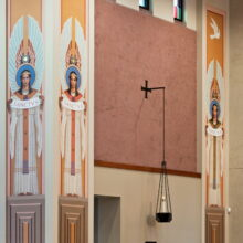 Decorative angels adorning columns, photo Tom Kessler 2012