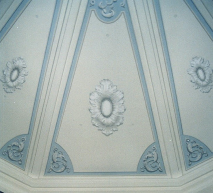 Alabama State Capitol - Senate Chamber with trompe l'oeil ceiling